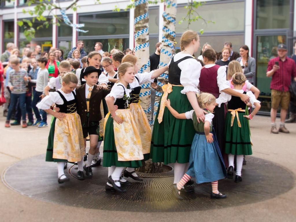 Trachtenverein Schondorf bei der Kirchweih