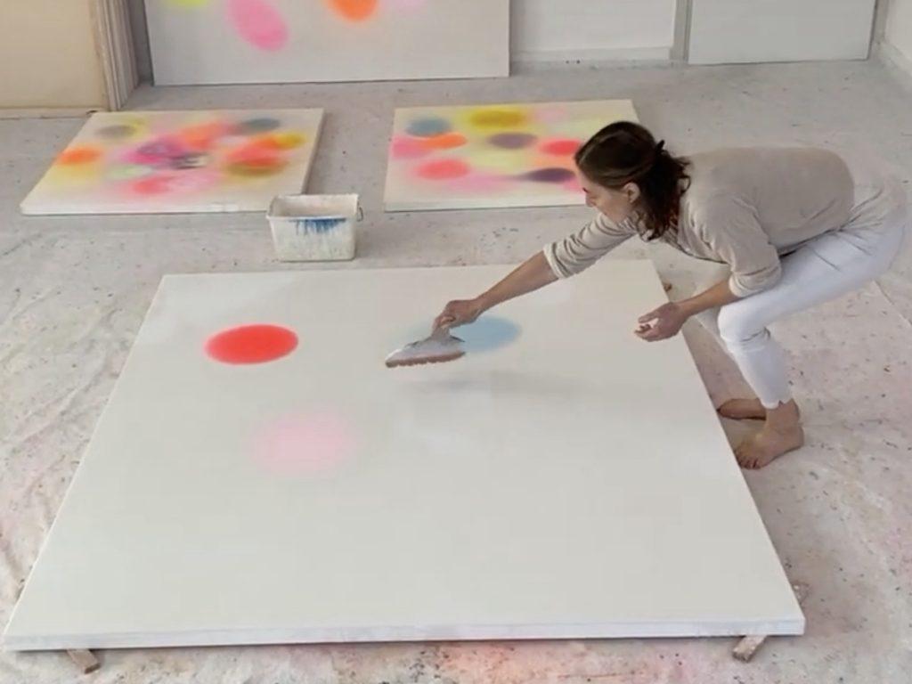 Margit Hartnagel im Atelier